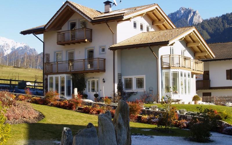 Criteri costruttivi e vantaggi di una casa in legno biohabitatbiohabitat - Vivere in una casa di legno ...